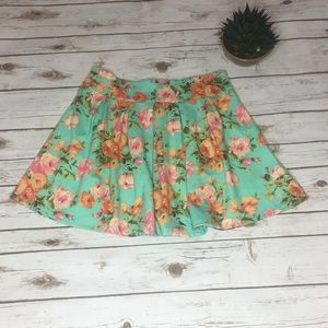 Freeway Floral mini skirt- Size : Large